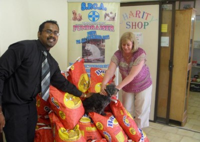Krishen Pillay handing over Dog Food to the S.P.C.A.