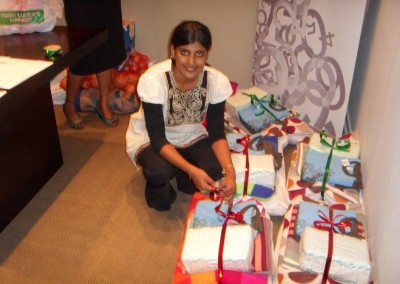 Praneshree wrapping gifts for the Filadelfia Umephi home